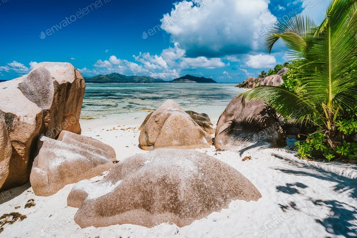Anse Source d'Argent. Noon time on exotic paradise beach at La Digue sialnd, Seychelles