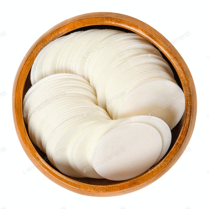 Round white wafer papers for baking in wooden bowl