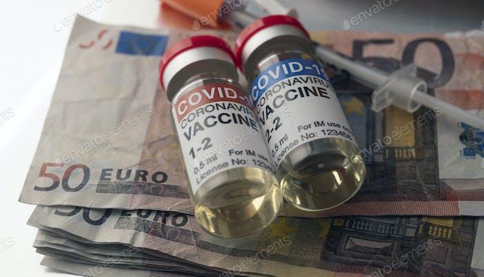 Коронавирусная вакцина Covid-19 для плана вакцинации вместе с банкнотами
