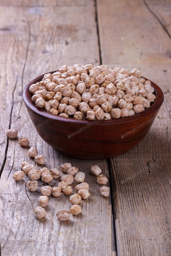 Dry chickpeas in a bowl