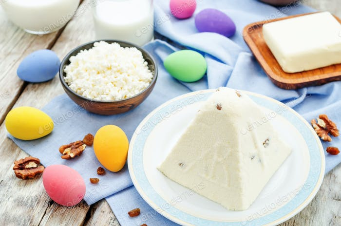 "Traditional Easter cottage cheese dessert ""Easter"""