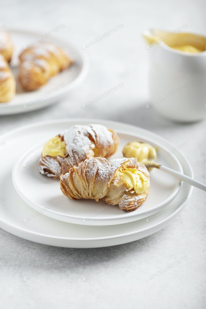 Traditionelles italienisches Dessert aragosta