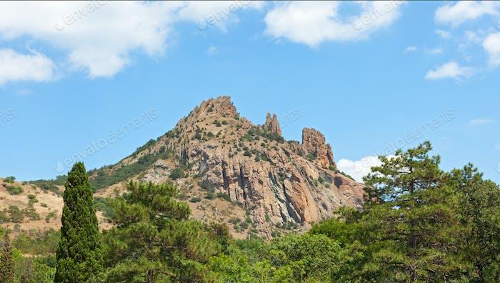 Steinsäulen auf dem Berg