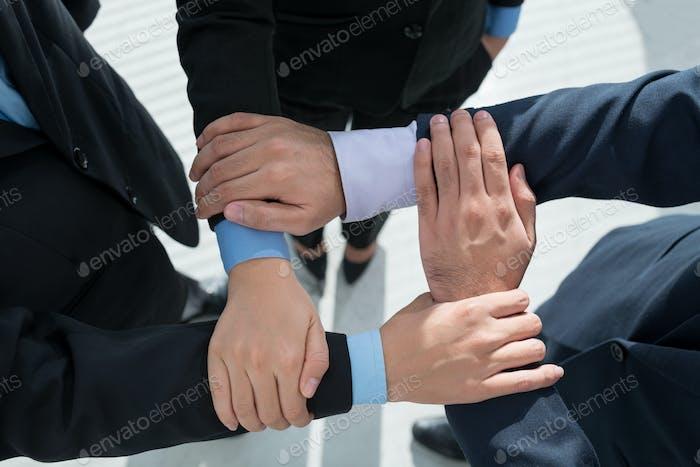 Cadena de manos