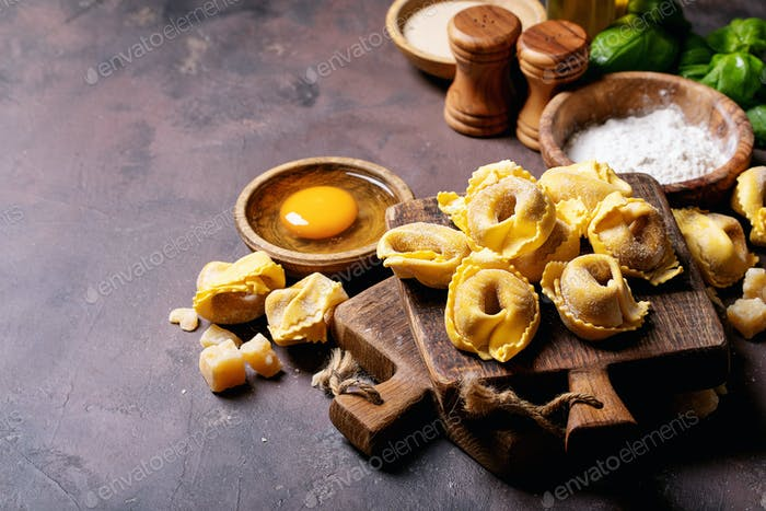 Raw traditional Itallian ravioli