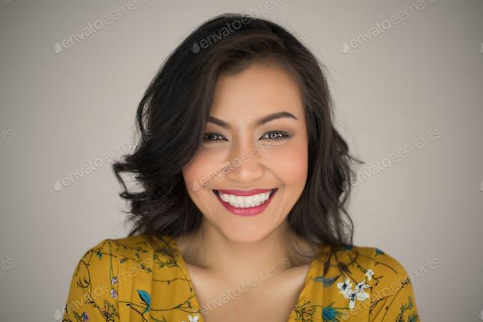 Retrato de una mujer feliz