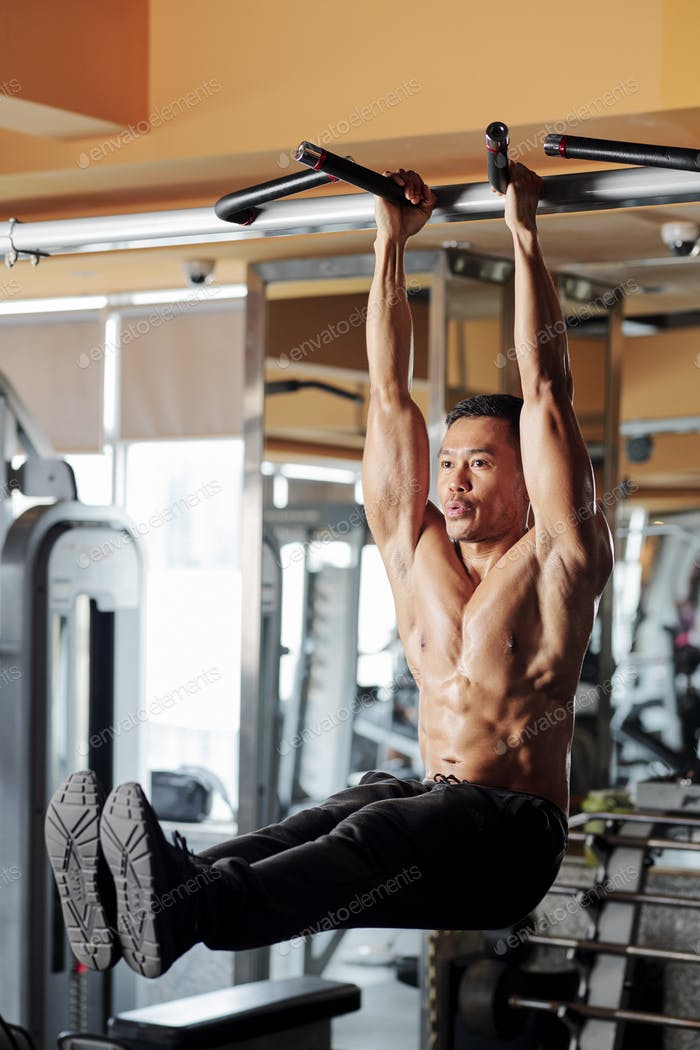 Sportsman training core muscles