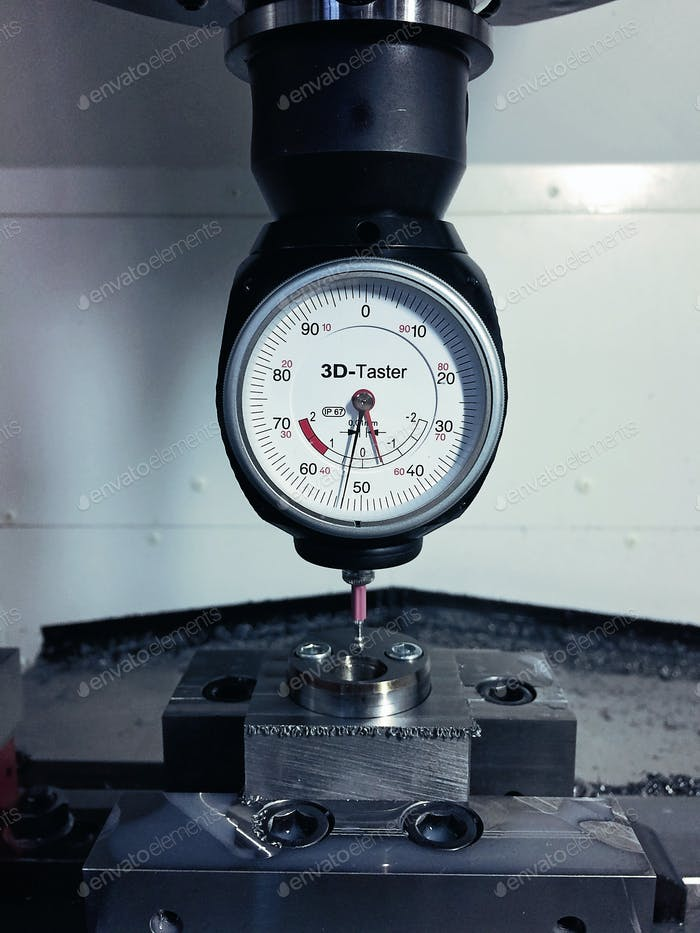 Universal 3D-Sensor for milling and eroding machines