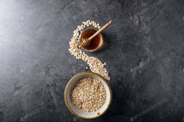 Dry oats served with fresh greek yogurt