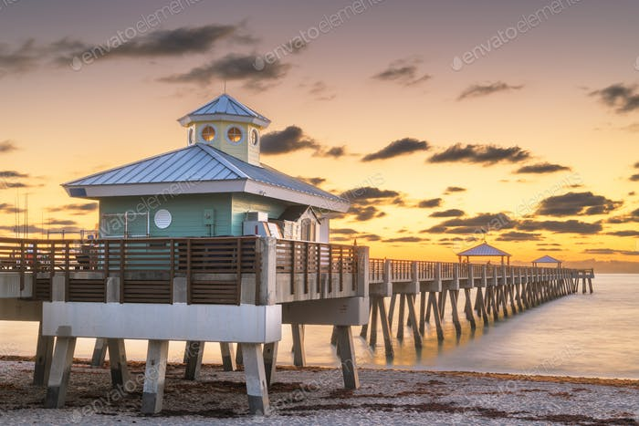 Juno Beach Pier just before sunrise