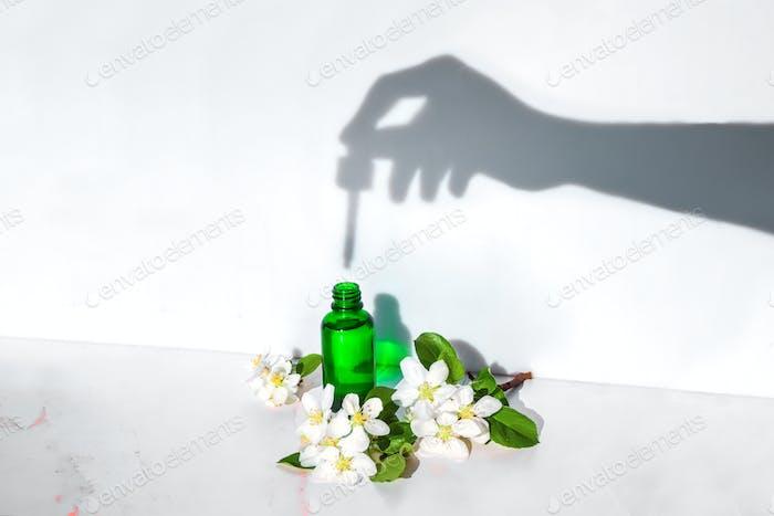 Kräuterserum, Extrakte und Öle für die Hautpflege und Haarpflege für Schönheit und Jugend