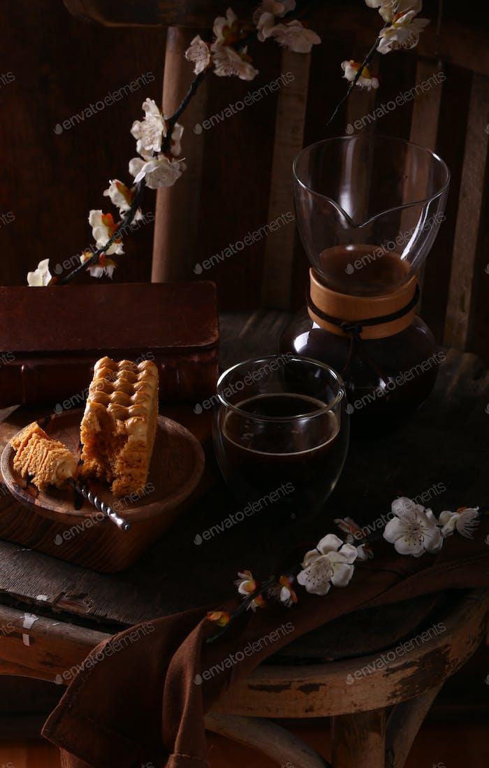Scheibe Kuchen und Kaffee