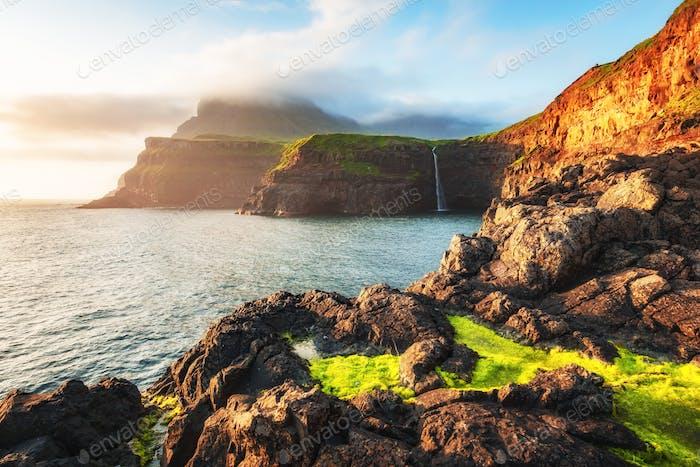 Mulafossur Wasserfall in Gasadalur, Vagar Insel der Färöer