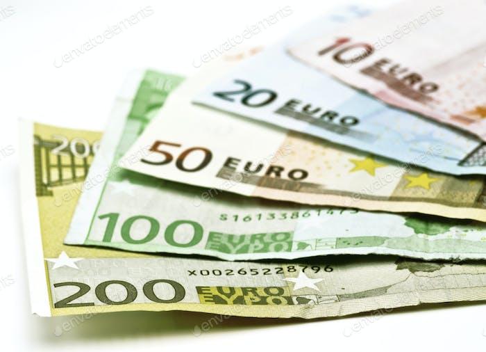billetes en euros usados de varios valores