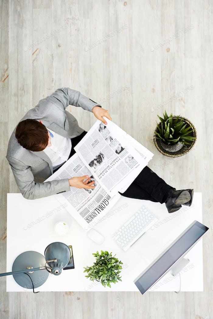Lesung Zeitung am Arbeitsplatz