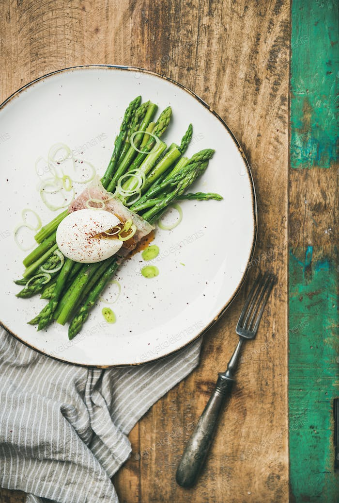 Green asparagus with soft-boiled egg