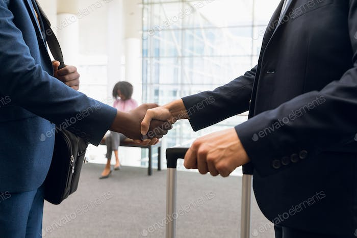 Travelling businessmen shaking hands