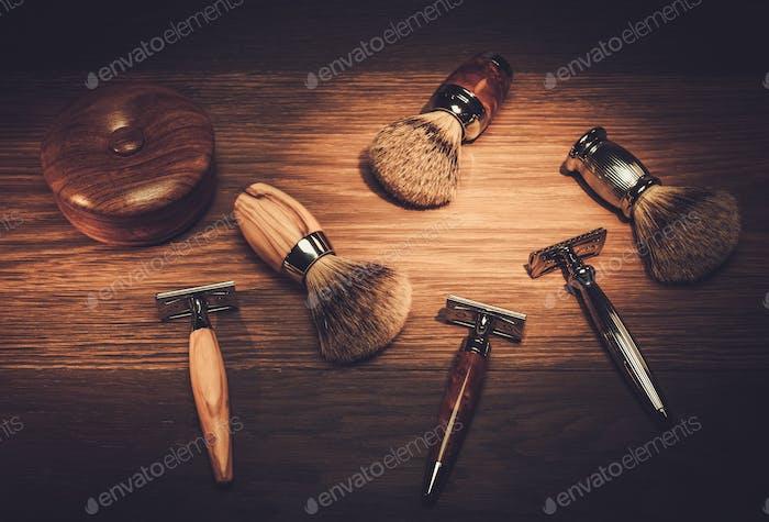 Аксессуары джентльмена на роскошной деревянной доске