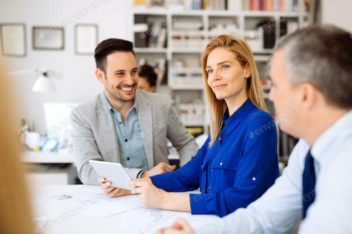 Erfolgreiche Geschäftsfrau im Unternehmen
