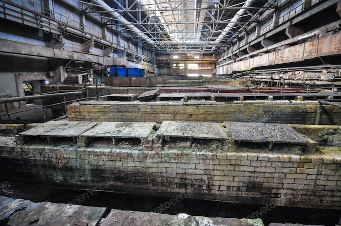Ванны и банки с химически активной жидкостью в опасных отраслях промышленности