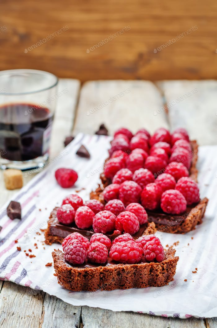 chocolate tart with chocolate filling and fresh raspberries