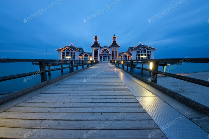 Pier of Sellin on a cloudy evening