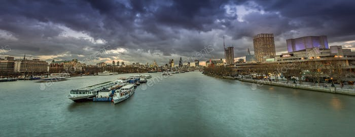 Thumbnail for London panorama after sunset