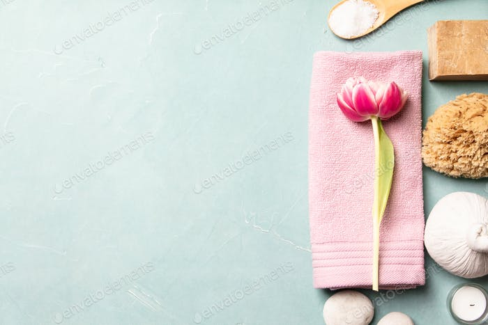 Flat lay of spa treatment set with pink flowers