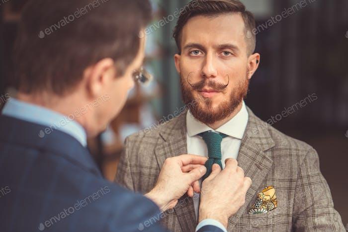 Клиент в костюме