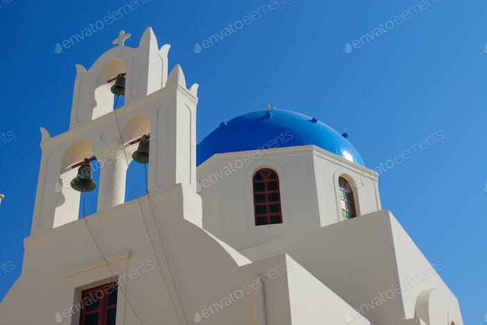 Schöne Kirche in Oia