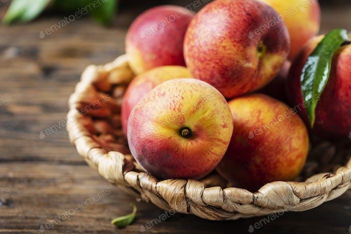 Frische süße Pfirsiche