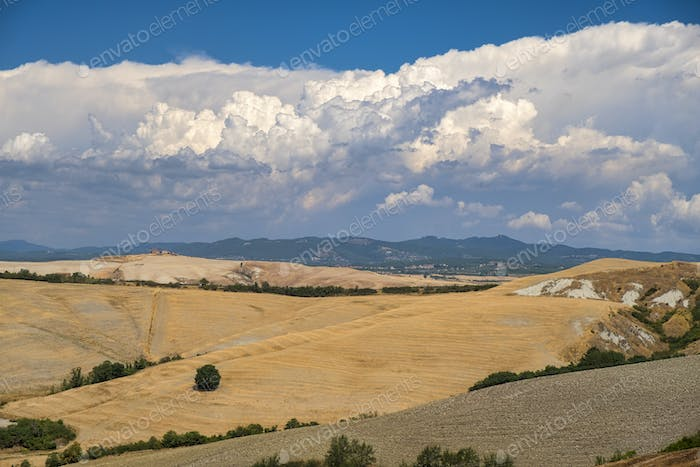 Tuscany: the road from Asciano to Siena