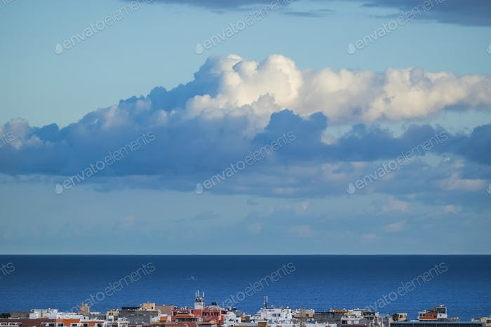 Schöner blauer Hintergrund des Meerwassers