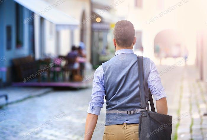 Hombre Negocios hipster en la ciudad