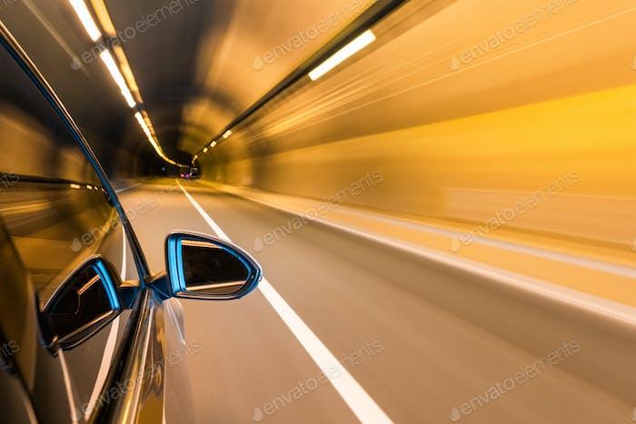 Autofahren mit Tunnelbewegungsunschärfe