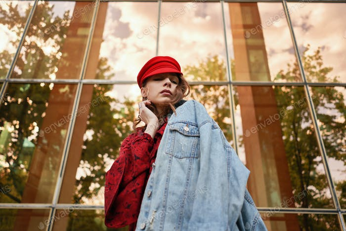Portrait fashionable woman street fashion