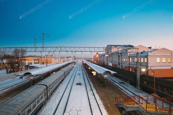 Gomel, Biélorussie. Trains Et Gare Bâtiment Au Morning O