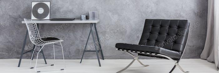 Современная аскетическая гостиная со стильным стулом