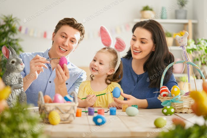 Familie Vorbereitung auf Ostern