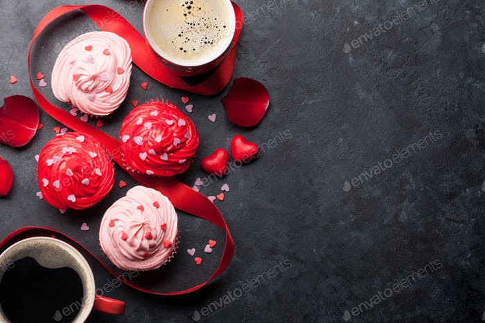 Delicious cupcakes and coffee cups