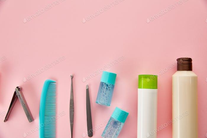 Mundpflegeprodukte, verschiedene Zahnbürsten