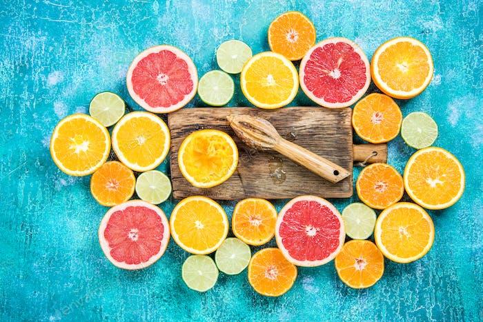 Making fresh juice from citrus halves