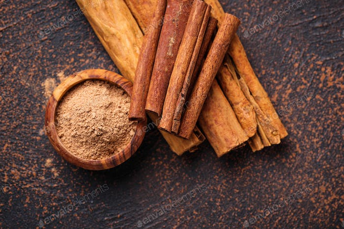 Ceylon cinnamon and cassia, sticks and powder