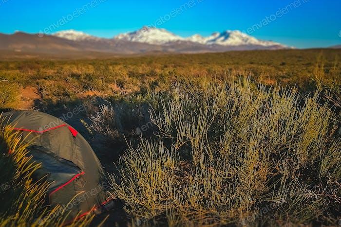 Camping en una pampa en Argentina
