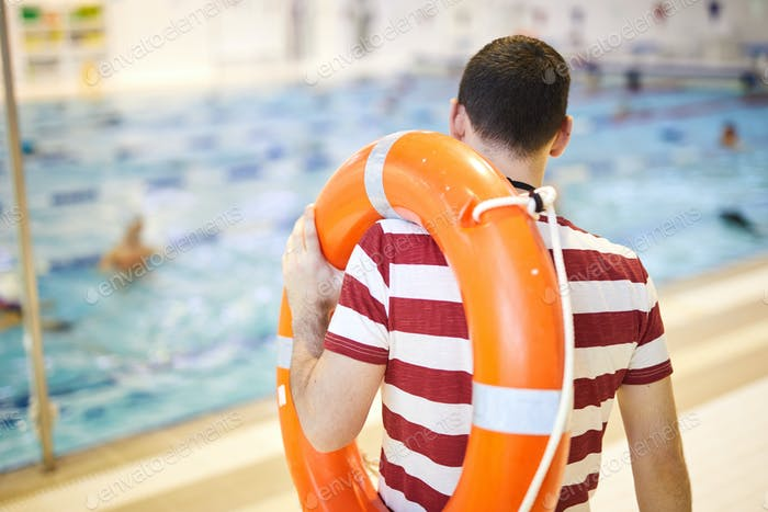 Swim instructor training his class