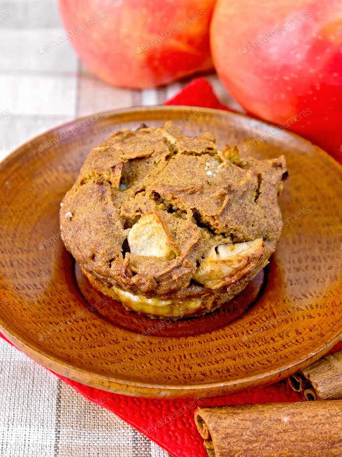 Cupcake rye with apples in plate on tablecloth