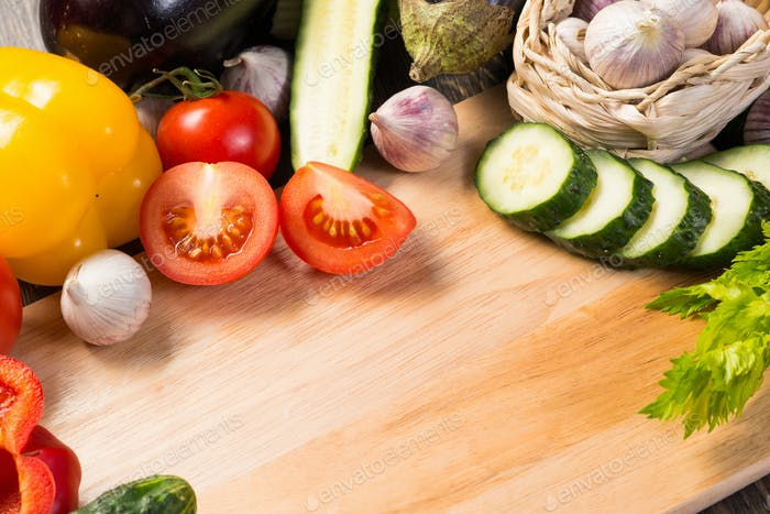 Gemüse auf dem Küchenbrett