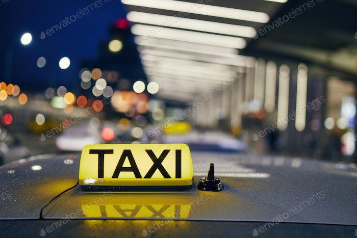 Lighting taxi sign