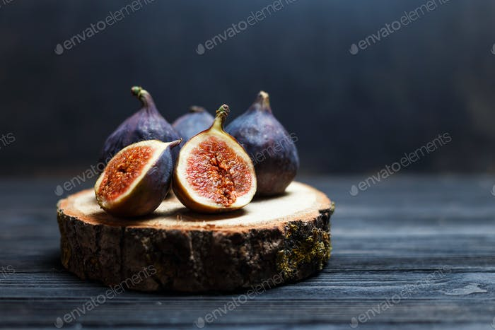 sliced fig fruits on a wooden board