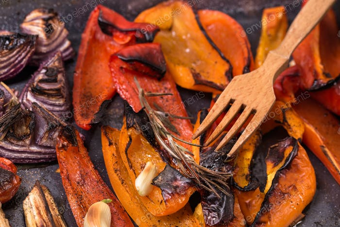 Grilled red sweet pepper and onion